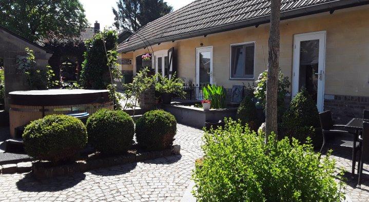 Romeins bad in de tuin van balchik paleis bulgarije u stockfoto