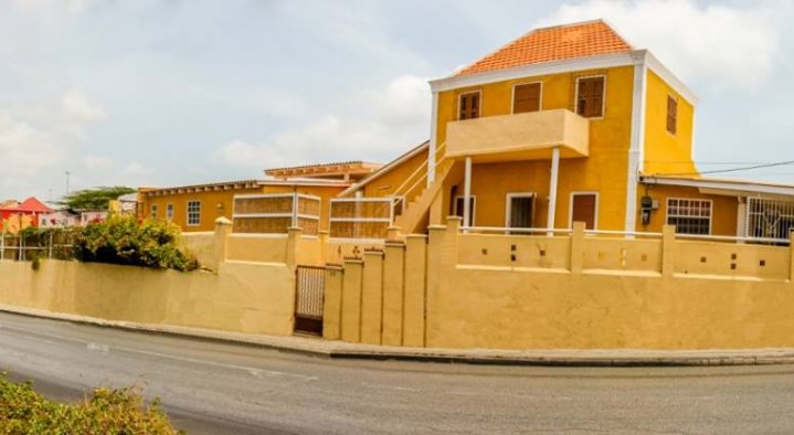 Side view from the bnb  B&B La Creole Kaminda Salinja 2 Willemstad